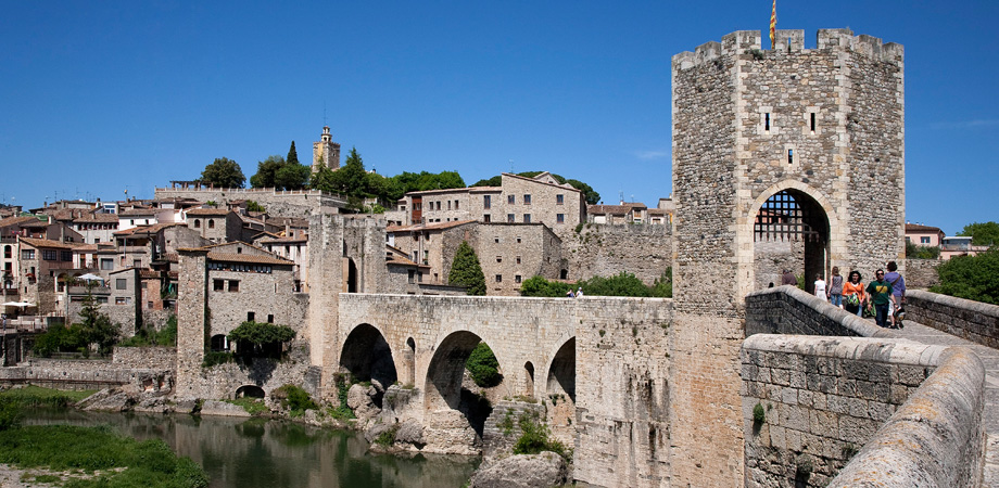 BESALÚ, at 40 minutes from El Molí